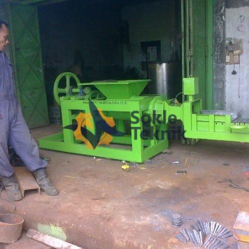 Mesin Cetak Bata Model Duduk
